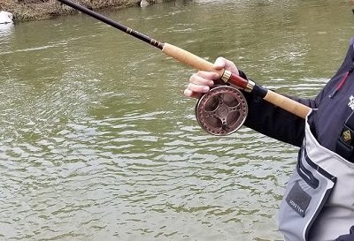How To Hold A Centerpin Reel: 4 Ways That Work Well